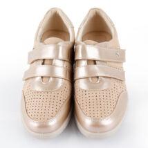 Magasított sarkú cipő