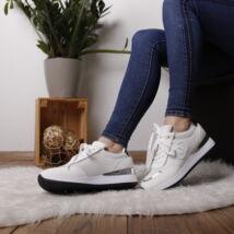 Női sneaker sportcipő fémes díszítéssel