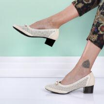 Női bézs tömbsarkú cipő masnival