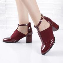 Lakk kockasarkú félzárt bordó női alkalmi cipő