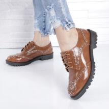 Női utcai cipő-strasszkövekkel díszítve