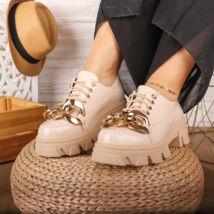 Női bézs platform talpú cipő, aranyszínű lánccal díszítve