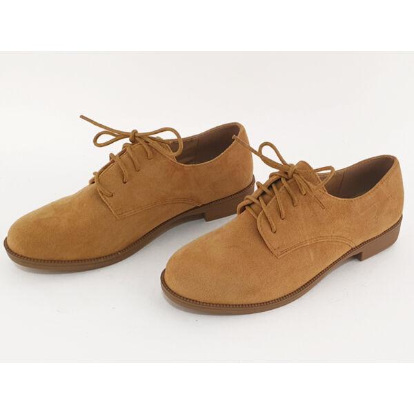Zárt, fűzős női tavaszi cipő