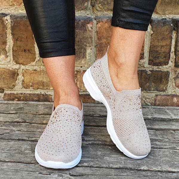 Strasszal díszített női zoknicipő