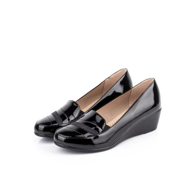 Lakkhatású női alkalmi cipő