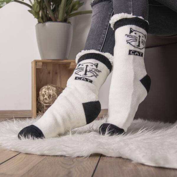Téli bundás zokni