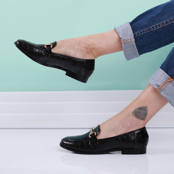 Női belebújós, utcai cipő, krokodil mintás
