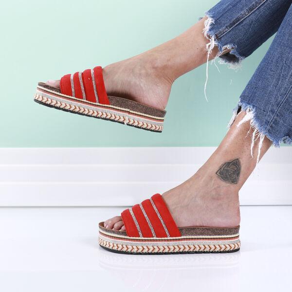 Női piros köves magas talpú papucs