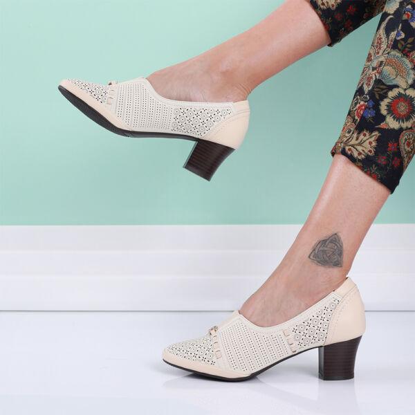 Női bézs tömbsarkú cipő