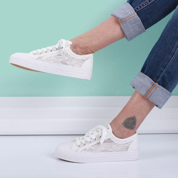 Női fehér csipkés tornacipő