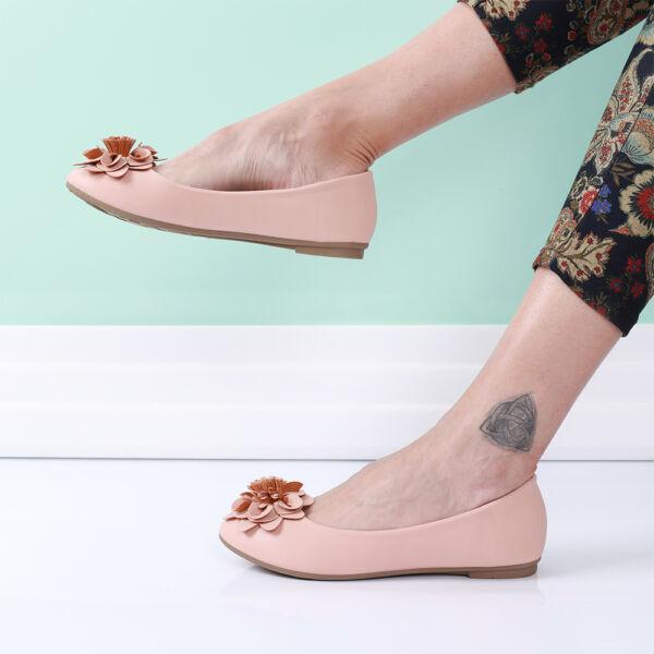 Női fekete balerina cipő virággal