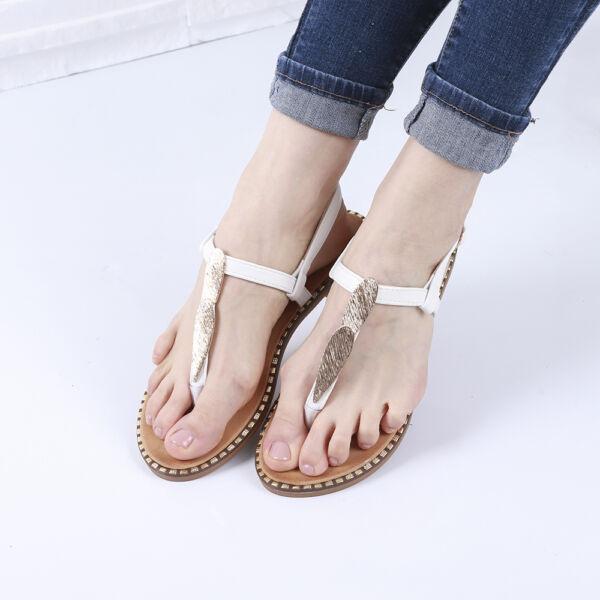 Női fehér lábújjas szandál fémes díszítéssel