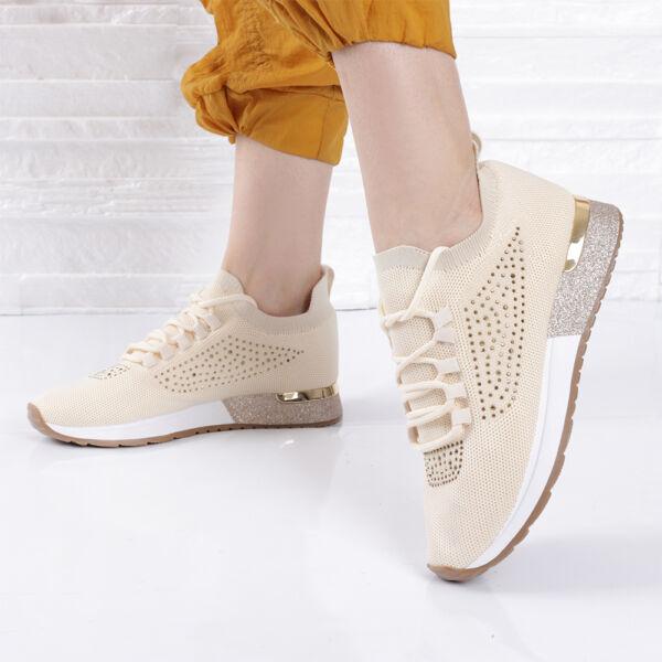Női bézs strasszos, fűzős zoknicipő