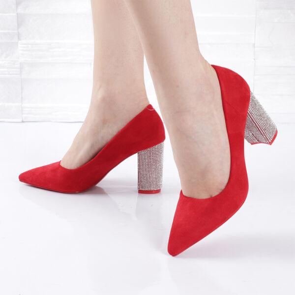 Strasszköves sarkú piros női alkalmi cipő