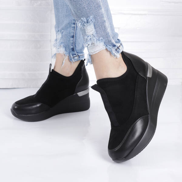Belebújós női utcai cipő-magasított sarokrésszel