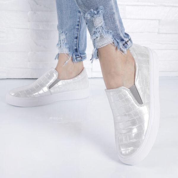 Krokodil mintás női belebújós cipő